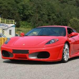 Idea regalo Guida una Ferrari F430 a 69 €