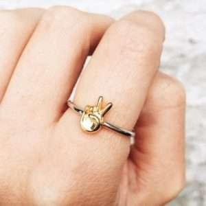 Idea regalo Anelli d'argento Emoticon – Segno di vittoria – Taglia Medium a 29 €