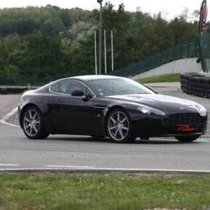 Idea regalo Guida una Aston Martin