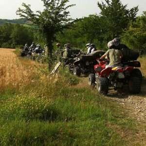 Idea regalo Escursione in quad con aperitivo nel Monferrato a 120 €