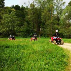 Idea regalo Escursione in quad con aperitivo per due nel Monferrato a 140 €