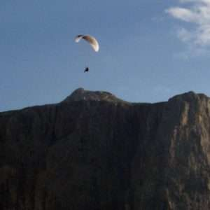 Idea regalo Corso di volo in parapendio – Voghera a 600 €
