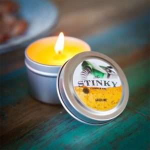 Idea regalo Candele Profumate Alternative  Stinky Candles – Benzina a 12 €