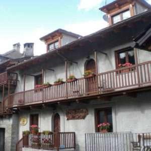 Idea regalo Breve soggiorno per due con mezza pensione in Valle d`Aosta a 96 €