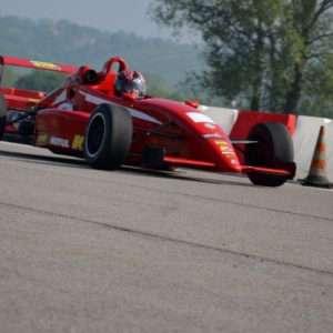 Idea regalo Guida una Formula 2 al Circuito Internazionale Le Colline – Pavia a 59 €