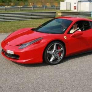 Idea regalo Esperienza da copilota al Circuito di Varano a 149 €