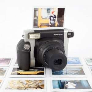 Idea regalo Fuji Instax 300 WIDE – macchina fotografica istantanea a 129 €