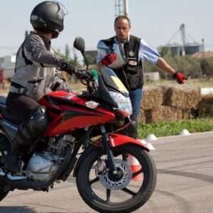 Idea regalo Introduzione alla guida della moto – Circuito S. Cecilia di Foggia a 250 €
