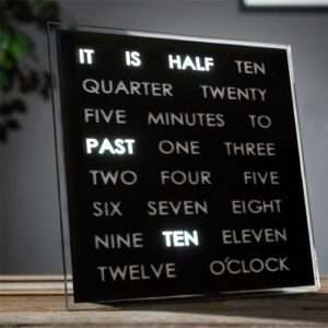 Idea regalo Orologio LED Word Clock a 99 €