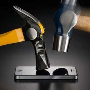 Idea regalo Rhino Shield Protezione schermo iPhone 5 a 19 €