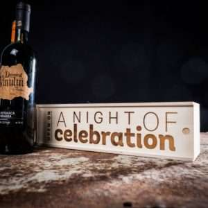 Idea regalo Scatole regalo per bottiglie – in legno – A Night Of Celebration a 9 €