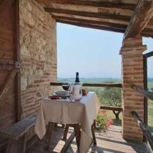 Idea regalo Notte in Umbria con degustazione vini biologici – Amelia, Terni