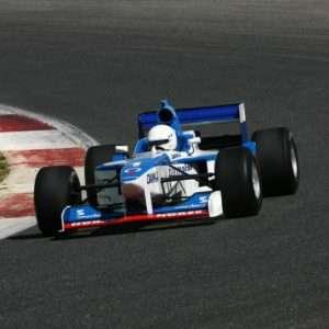 Idea regalo Guida una vera Formula 1 sul circuito di Vallelunga, Roma