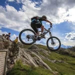 Idea regalo Percorso Downhill: esperienza in Mountain Bike – Sondrio