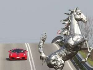 Idea regalo Guida una Ferrari più degustazione – Maranello