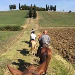 Idea regalo Soggiorno romantico, cena ed escursione a cavallo – Siena