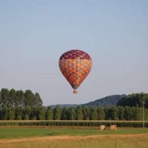 Idea regalo Volo in Mongolfiera, 1 adulto e 1 bambino – Piemonte